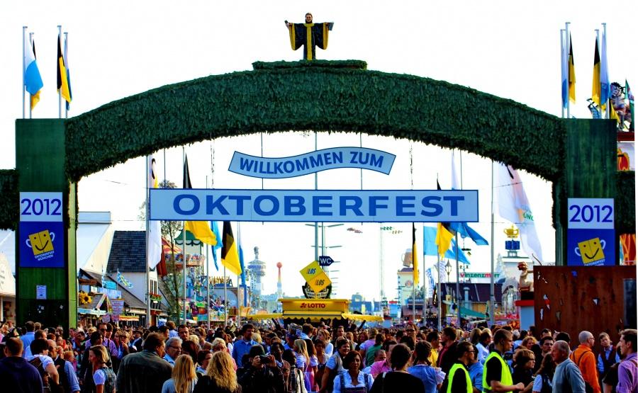 Haupteingang_Oktoberfest_2012